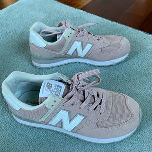 NEw Balance Classic 574 in Pink